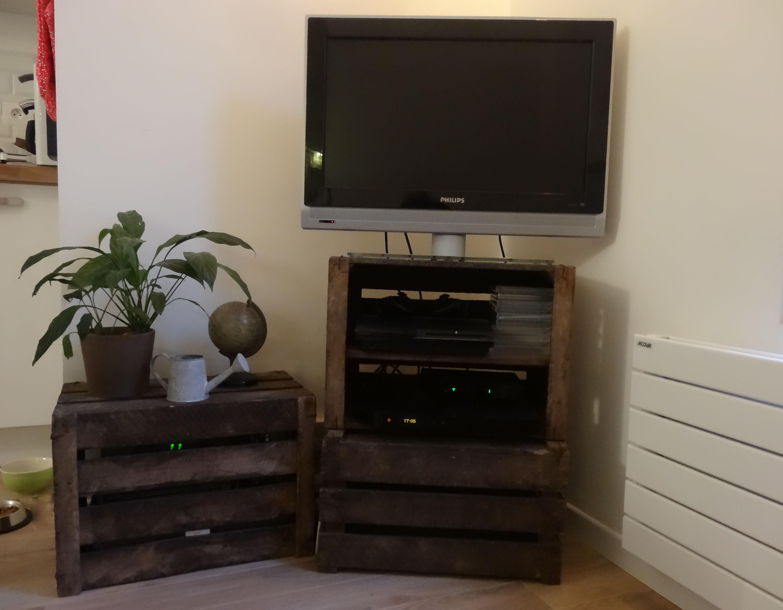 meuble en caisse de pomme meuble caisse a pomme en meuble. Black Bedroom Furniture Sets. Home Design Ideas